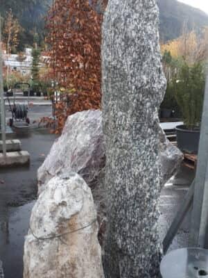 Granitsäule gebohrt schwarz/weiß