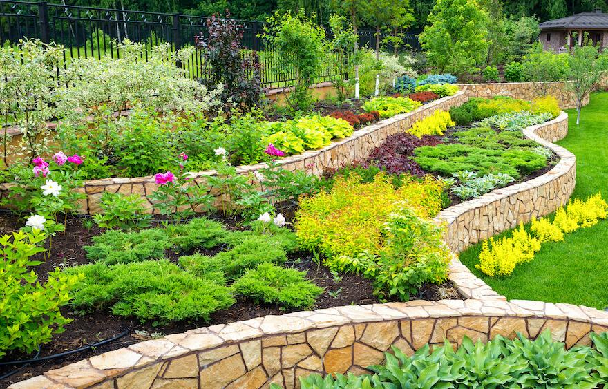 Gartengestaltung mit Steinen in der Gartelwelt Oppl